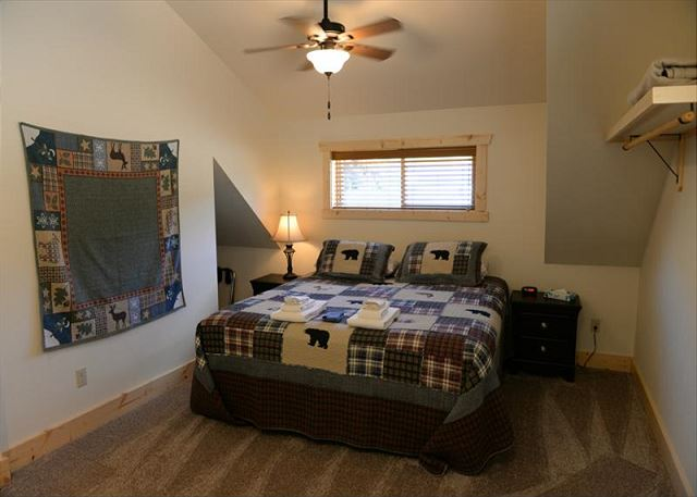 2 Upstairs bedrooms w/king beds and shared bath