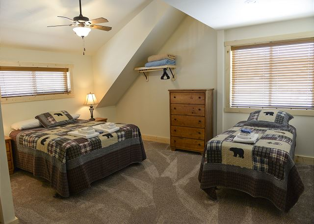2 Upstairs bedrooms w/2 beds and private baths