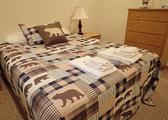 Queen bed in both bedrooms