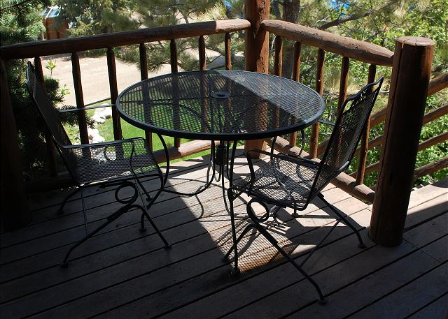 Small deck w/table, grill