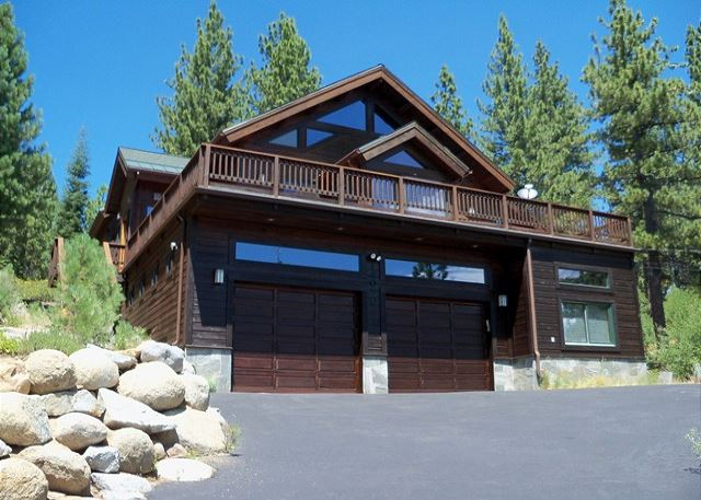 Alma Sun Home in Tahoe Donner - Sleeps 13!