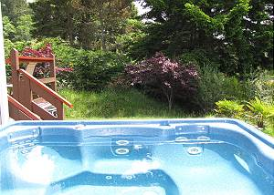 Hideaway Chalet - Soak in Hot Tub After Walk to the Beach!
