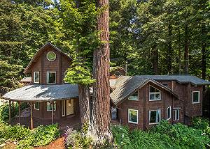 Forest Creek Lodge- Deluxe Redwood Home, Hot Tub, Movie Screen!