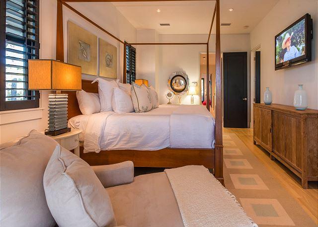 2nd Floor: Master King Bedroom
