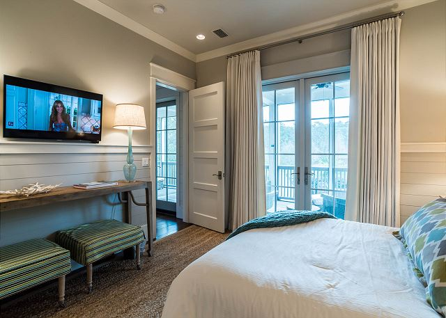 First Floor: Queen Bedroom