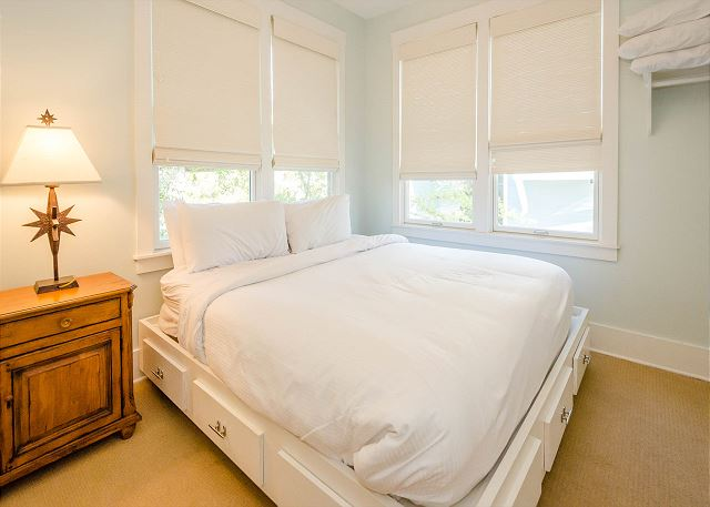 Carriage House: King Bed