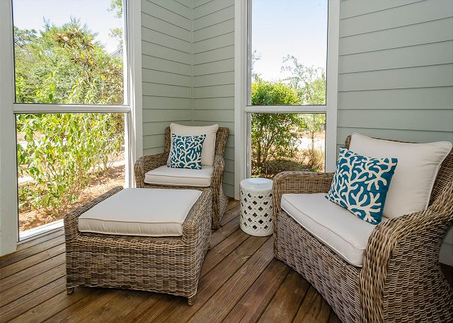 Sitting Area at Entryway Porch