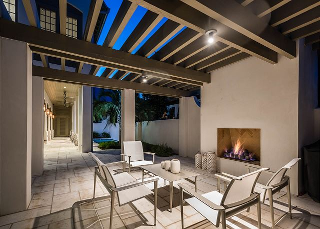 Outdoor Grill Area & Fireplace