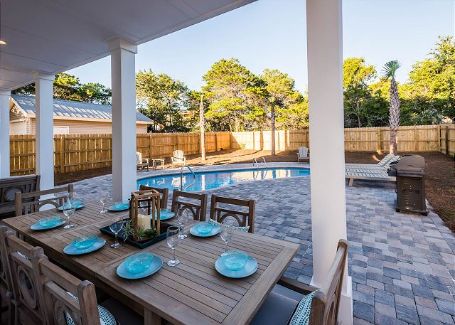Private Pool with Outdoor Dining
