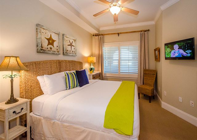 Guest Bedroom: King Bed