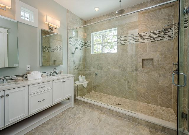 Second Floor: Main Master Bathroom