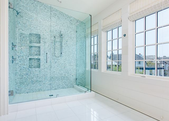 Carriage House: Guest Bathroom