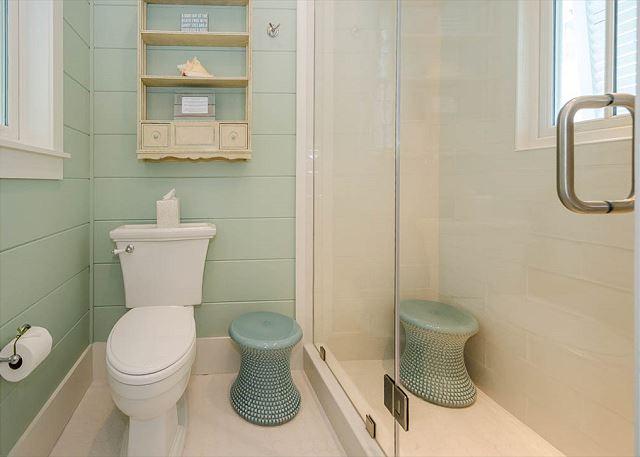 2nd Floor 1st Queen Bathroom