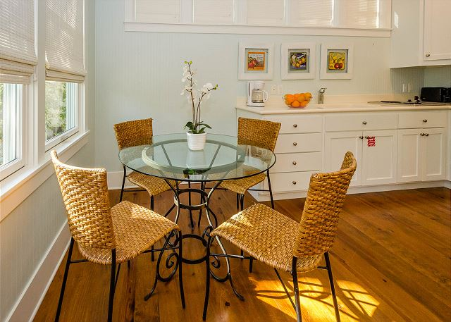 Carriage House: Dining Space