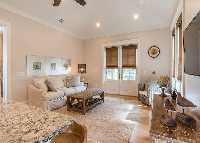 Carriage House: Living Room