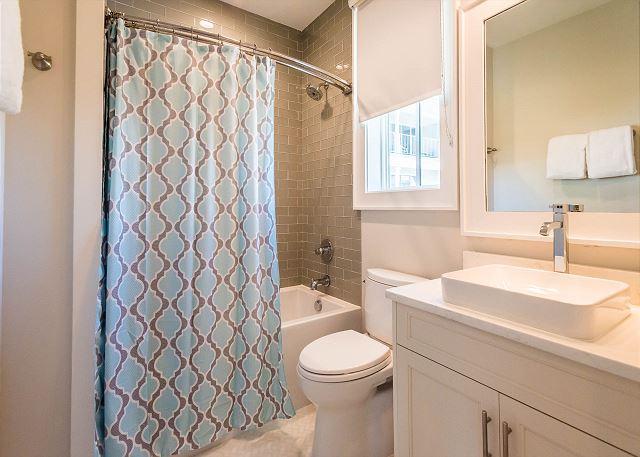 Carriage House: Bathroom