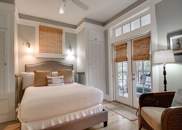 First Floor: Queen Bedroom