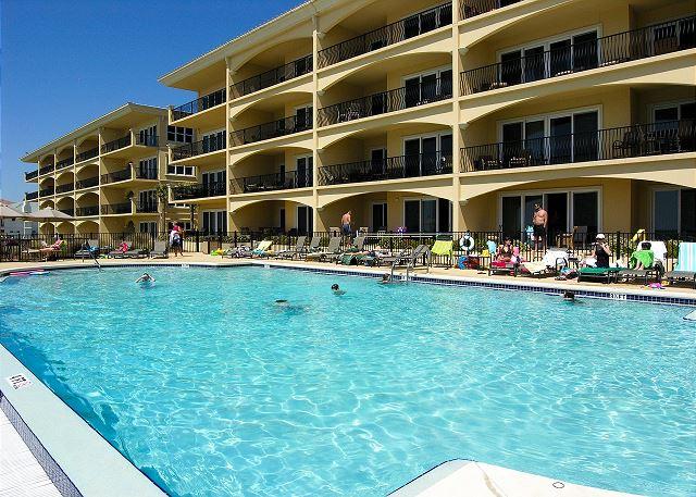 Adagio Gulf Front Pool