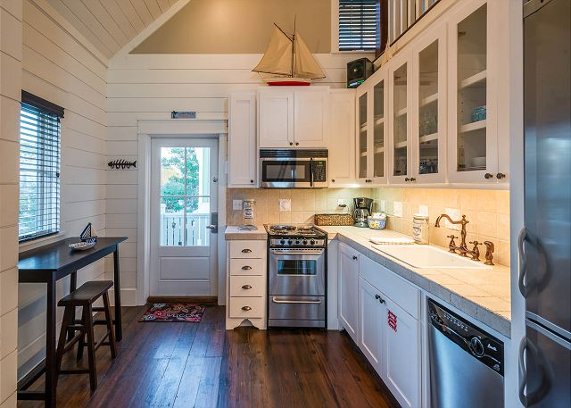 Carriage House: Kitchen and Dining Area