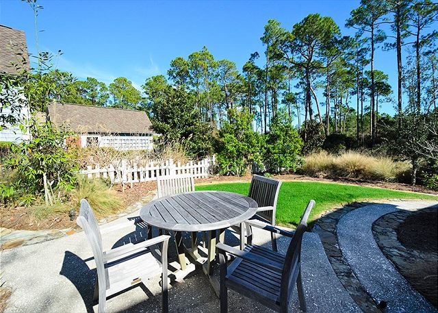 Backyard with Outdoor Dining