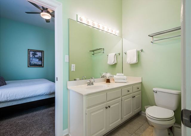 Second Floor, Guest Bathroom