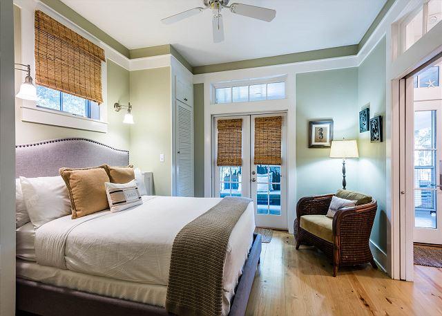 First Floor, Queen Bedroom