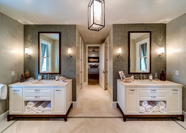 First Floor: Master Bathroom