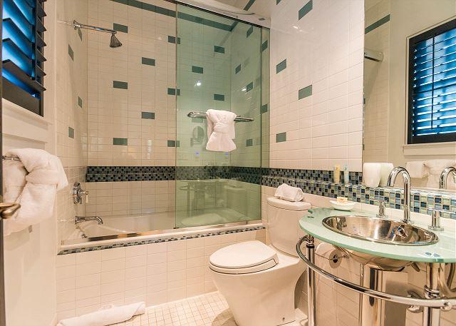 2nd Floor: Private Queen Bedroom Bathroom