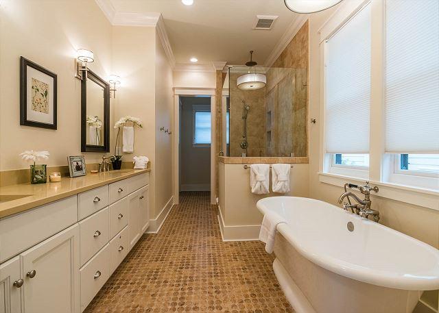 1st Floor: Master Bathroom