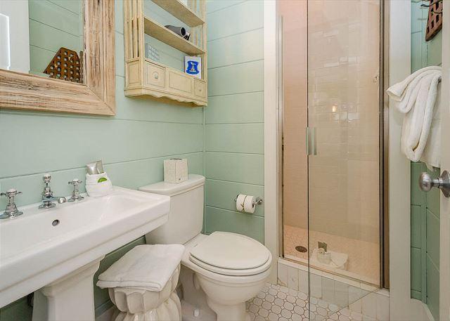 2nd Queen Bathroom