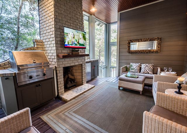Screened Porch, Fireplace is not for guest use