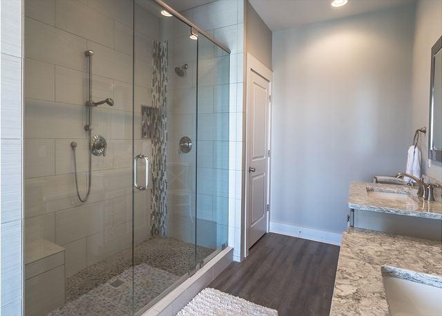 Main House: Fourth Floor Master Bathroom