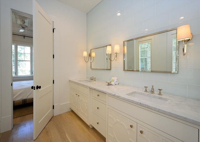 Guest Bathroom, First Floor