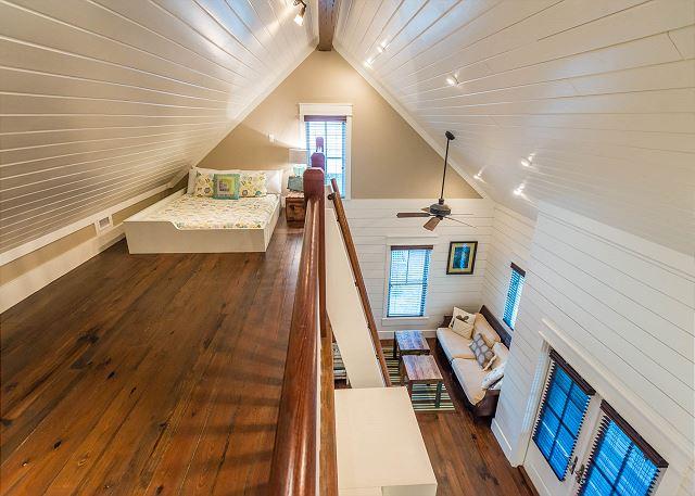Carriage House: Loft