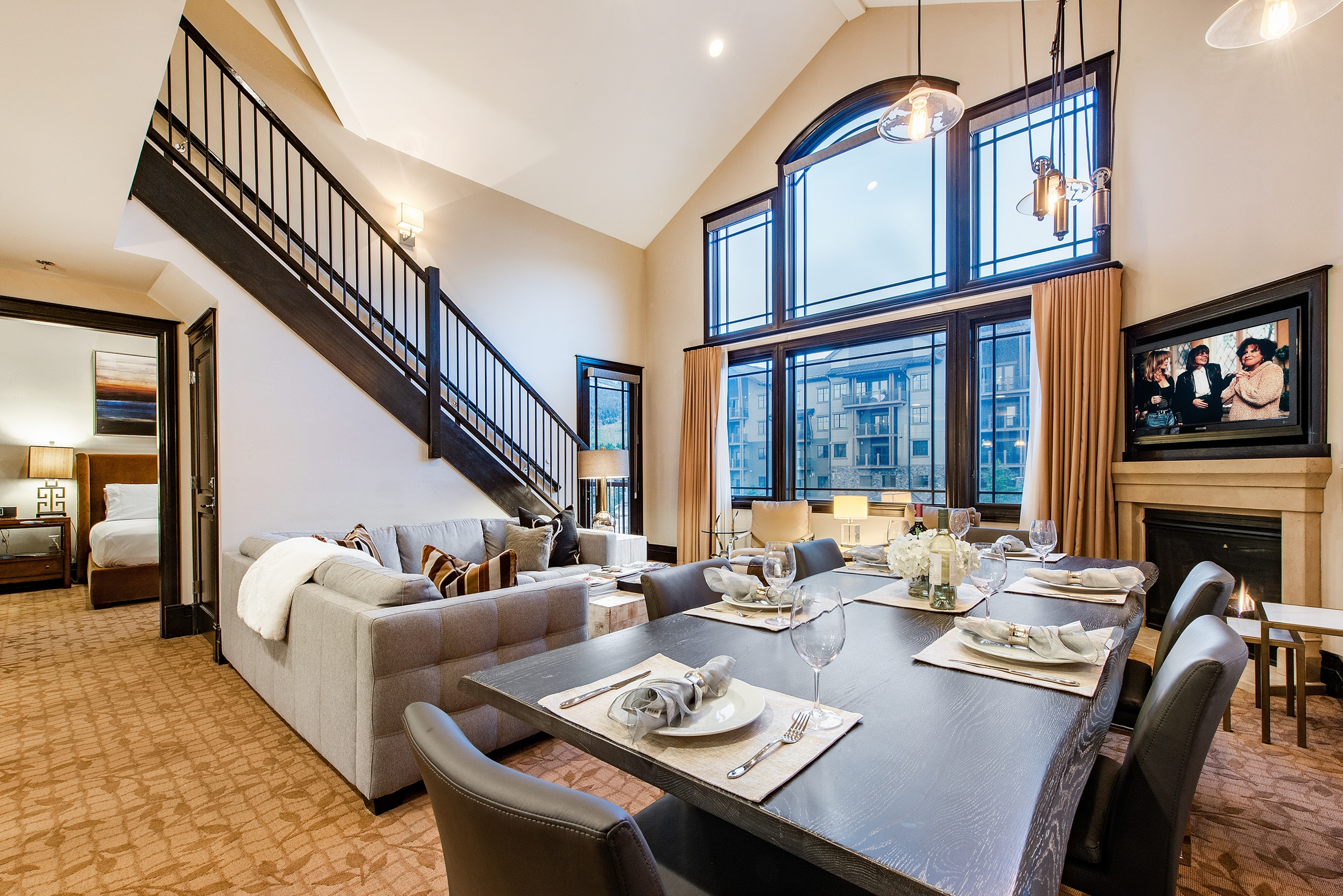 Lavish Bi-Level 2 bedroom Luxury Hotel Condo