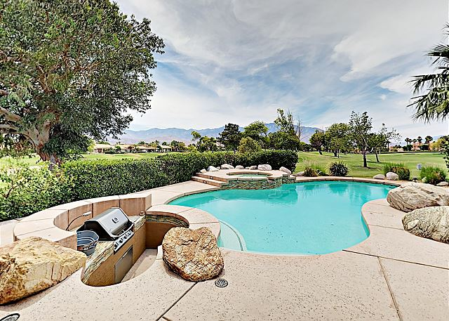 Rancho Mirage CA Vacation Rental A sparkling pool
