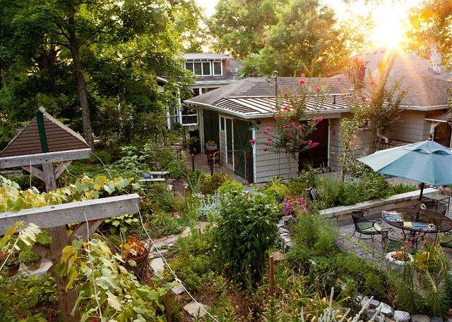 Nashville TN Vacation Rental From quiet garden