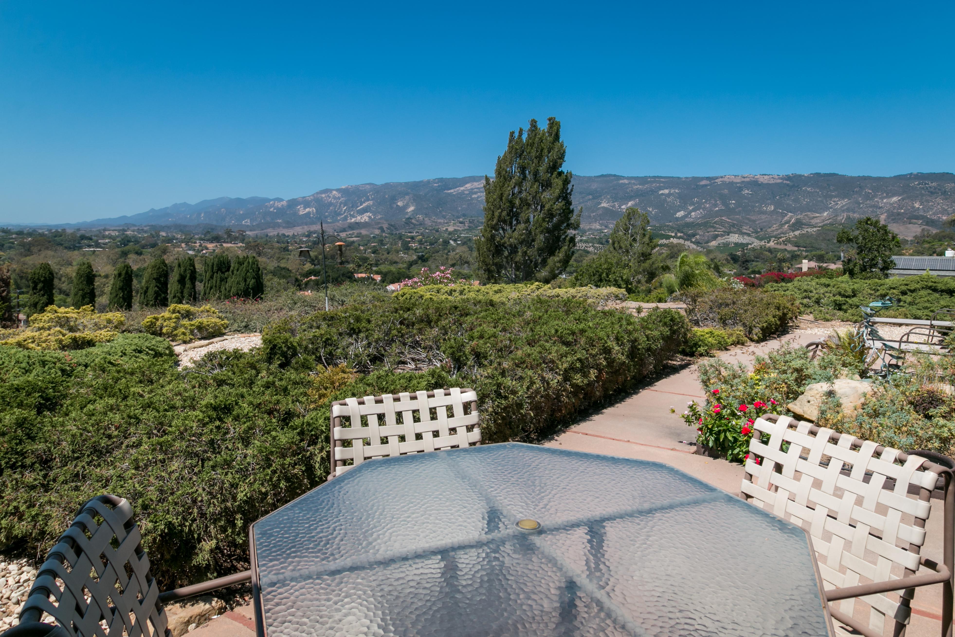 Santa Barbara CA Vacation Rental Dine al fresco