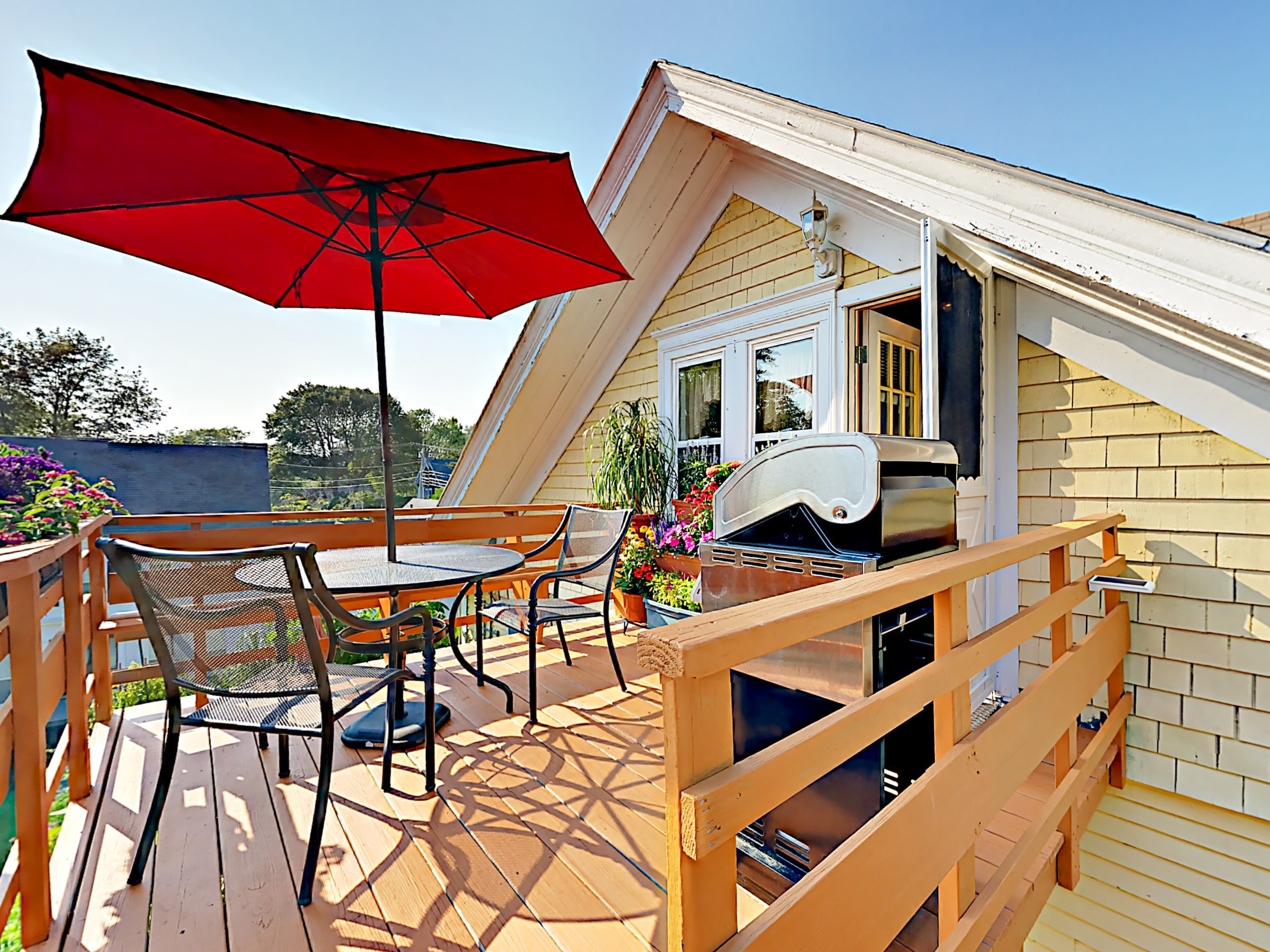 Boothbay Harbor ME Vacation Rental Al fresco dining