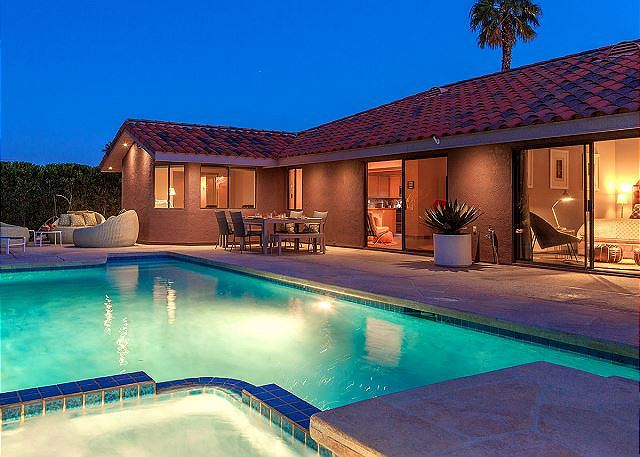 Palm springs vacation rentals condo rentals turnkey for Palm springs homes rentals