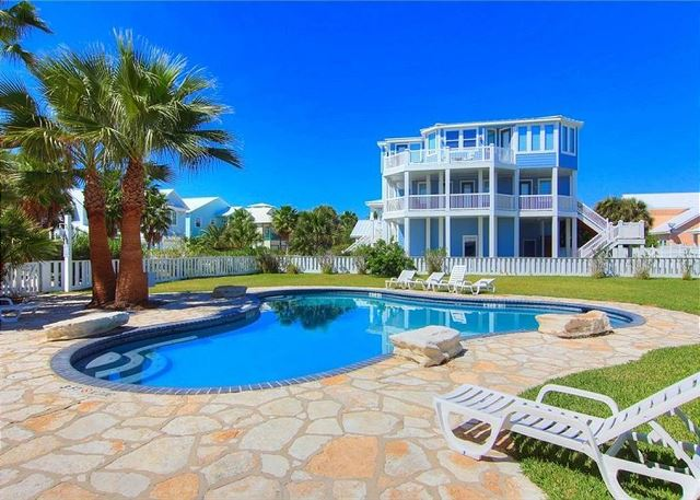 Port Aransas TX Vacation Rental Lounge by the