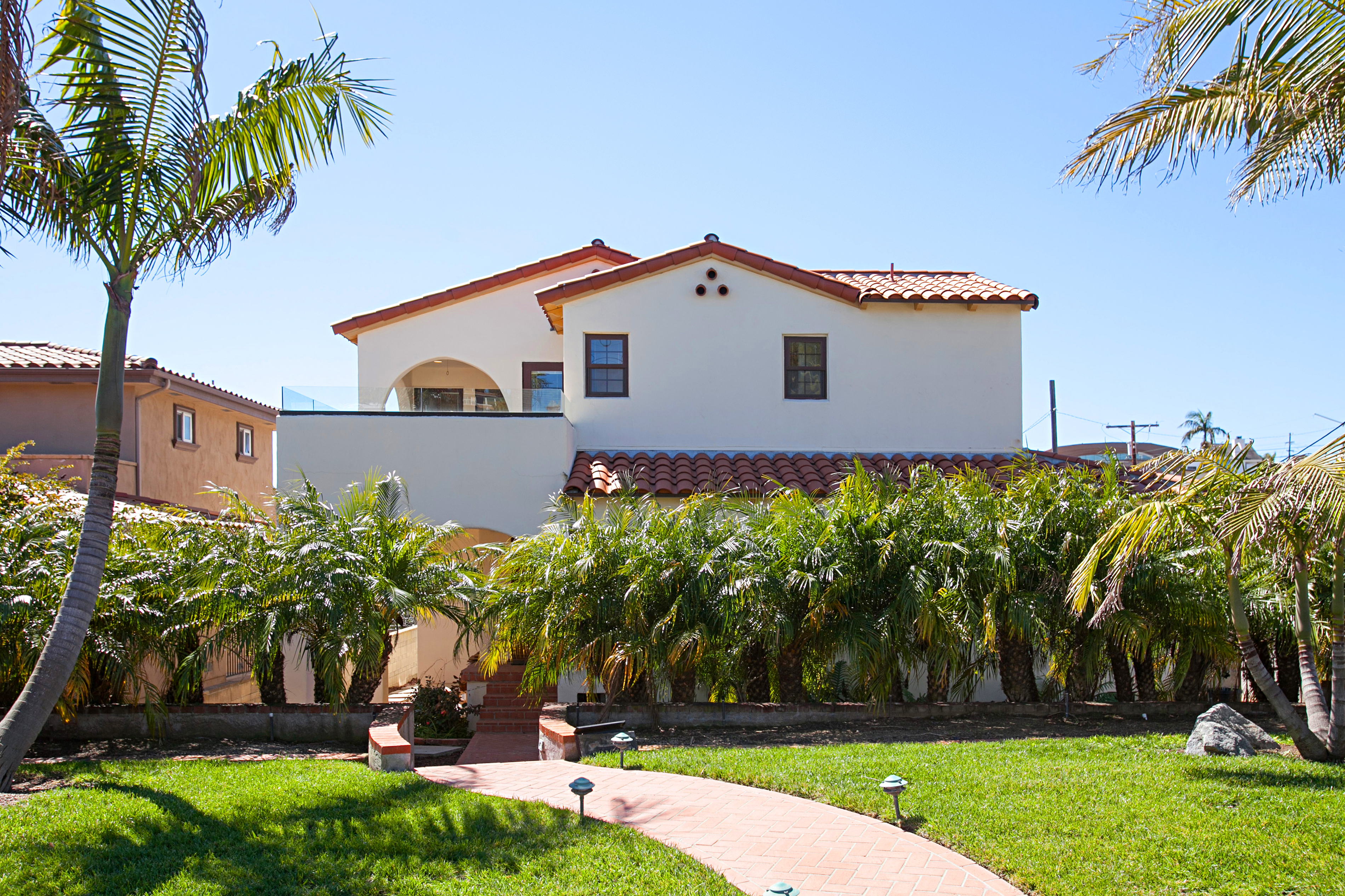 San Diego CA Vacation Rental Landscaped grounds lead
