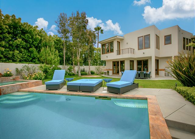 5BR Hilltop Mansion with Pool
