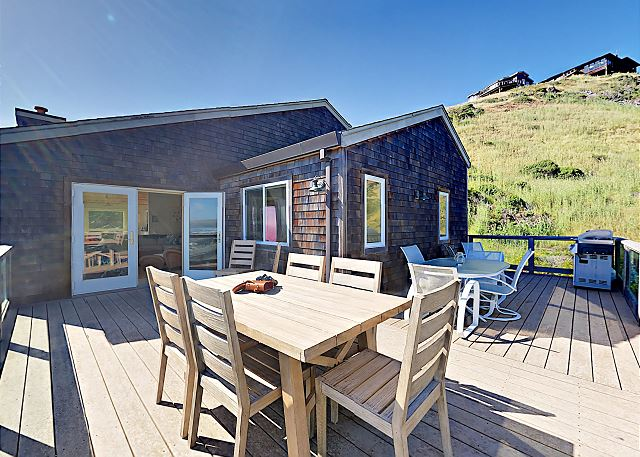 Dillon Beach CA Vacation Rental Outdoor tables offer