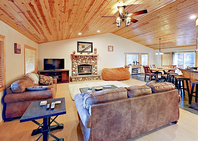Big Bear Lake CA Vacation Rental The spacious living