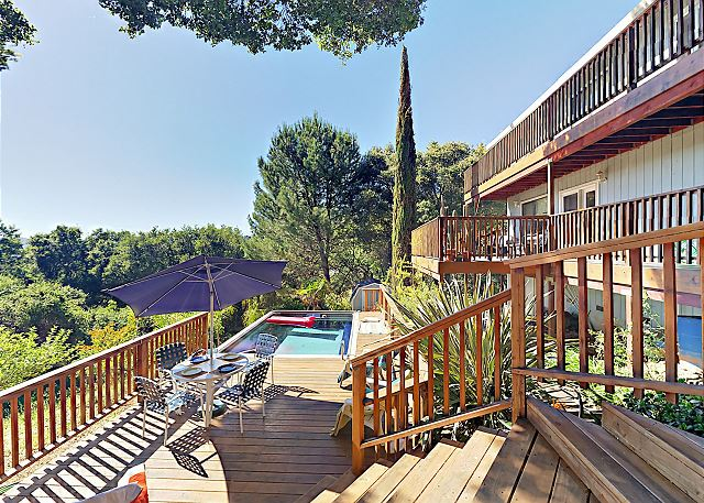 Cloverdale CA Vacation Rental Outstanding multi-level deck.
