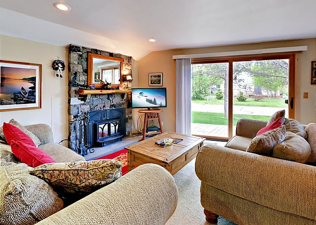 South Lake Tahoe CA Vacation Rental Couches face a
