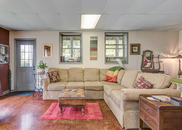 Franklin TN Vacation Rental Welcome! Ample seating