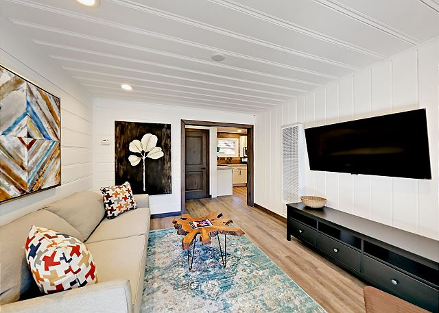 South Lake Tahoe CA Vacation Rental Beautifully remodeled living