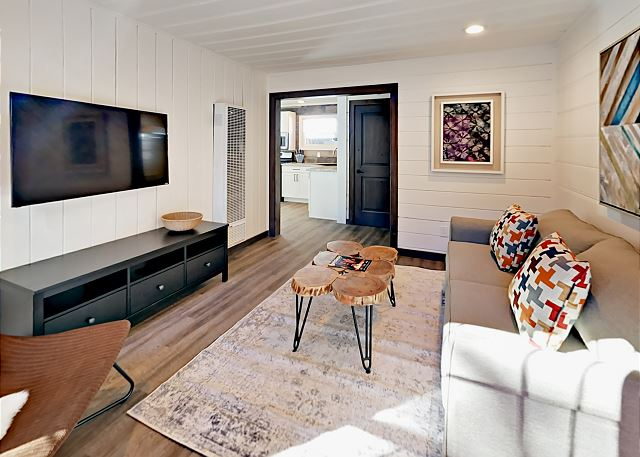 South Lake Tahoe CA Vacation Rental Living room with